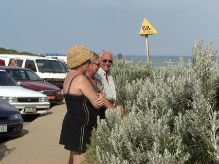 doug-linda-donnis-at-bells-beach