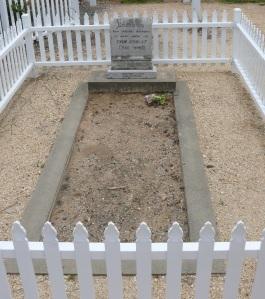 Captain Thunderbolts grave at Uralla.