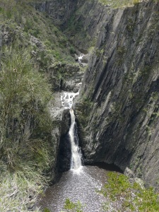 Lower Apsley Falls clearly show steep sided cliffs.
