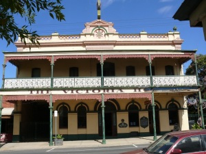 Rutherglen in Victoria boasts a street of old pubs built at the turn of the century. On a main tourist route and a tourist destination in its own right, Rutherglen pubs have found a new life especially providing fancy meals to the travelling public.
