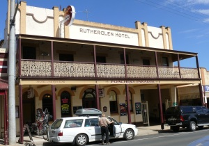 Another of the old Rutherglen, Victoria, Pubs surviving on tourism is the Rutherglen Hotel with the alternate name of Poachers Paradise. Hmmm! It is listed in just about every Travel, Food and Accomodation Guidebook for Victoria.