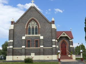 This solid Catholic Church at Guyra is built from the brick known as Armidale Blue. he bricks are common throughout historical buildings, especially churches in the Armidale area. The bricks are also featured inb uildings in nearby towns such as Uralla, Guyra, and Glen Innes.