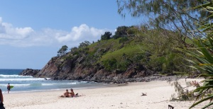 Southern end of Cabarita Beach with steep hill of Cabarita Foreshore Trail