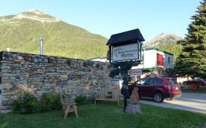 Bear Mountain Motel.