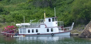 A stern wheeler at Kaslo. We could not find any information on this apparently well maintained relic.