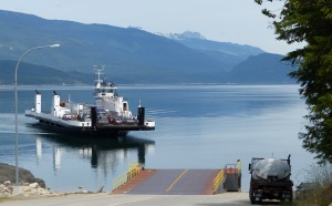 Ferry arriving at the ramp. Unlike Crawford Bay two days ago, this departure point has no facilities.