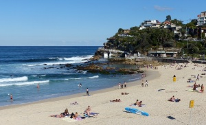 Bronte Beach looking south towards the Bogey Hole and the 30 metre saltwater pool.