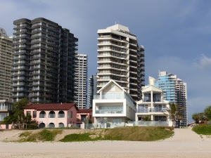There are still a fe smaller private residences along the Southport Beach.
