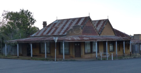 Musty old building in Gulgong. Despite its appearance it has been fitted out inside with a couple of flats.